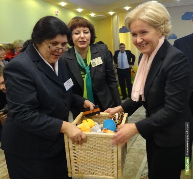 Вице-премьер приехала в новый детский сад с подарками