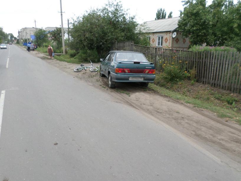 В посёлке Первомайский машина сбила велосипедиста на обочине