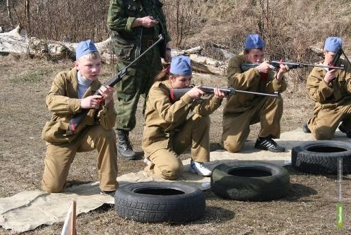Инжавинским школьникам дали возможность почувствовать себя солдатами