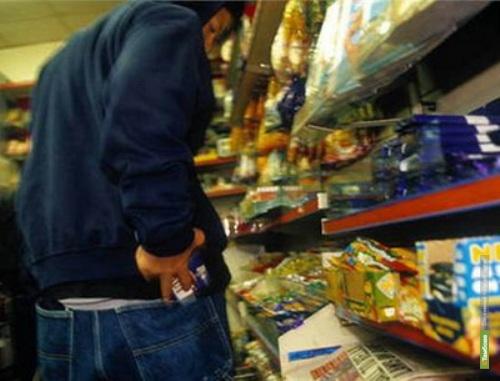 В Петровском районе дядя и племянник обокрали продовольственный магазин