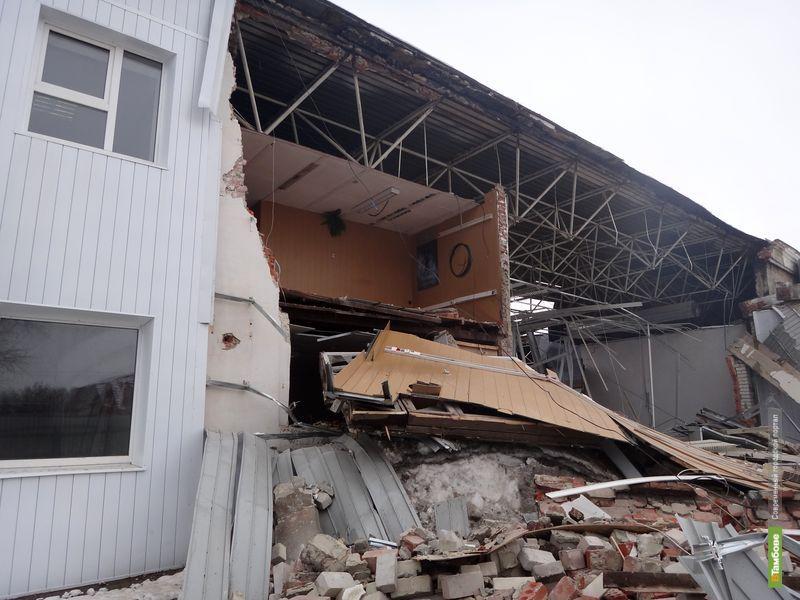 """В Тамбове обрушилась крыша """"Авто-рая"""""""