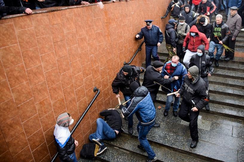 В столкновениях в Харькове пострадали 50 человек