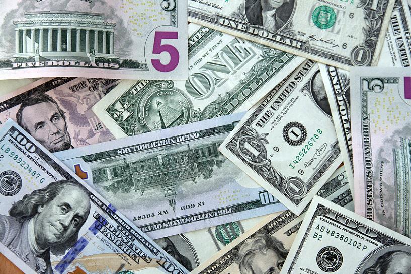 Новый рекорд: нефть помогла доллару взять планку в 40,11 рубля