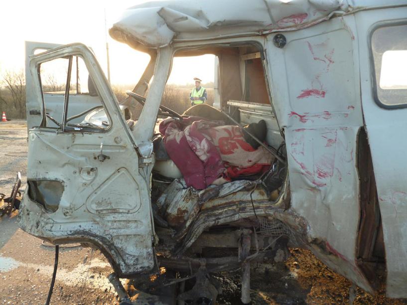 В Притамбовье в столкновении УАЗа и грузовика погибли два человека