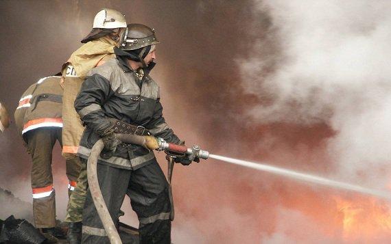 В многоэтажку на западе Тамбова следует пожарная дружина