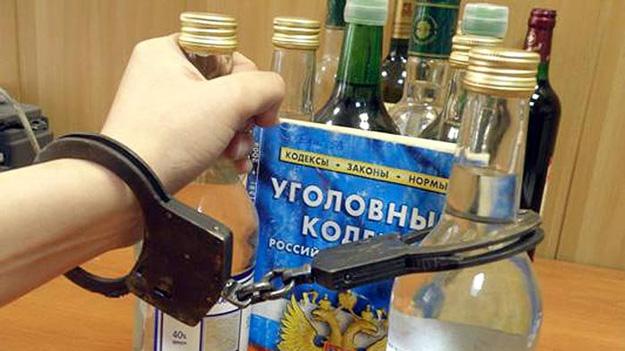 Подростки пытались утащить из магазина четыре бутылки водки