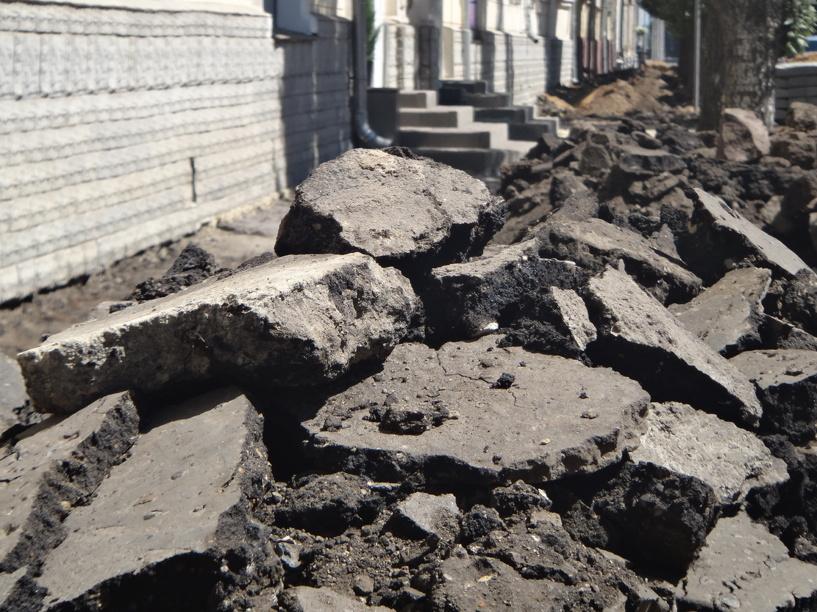 На улице Коммунальной уложат новый асфальт