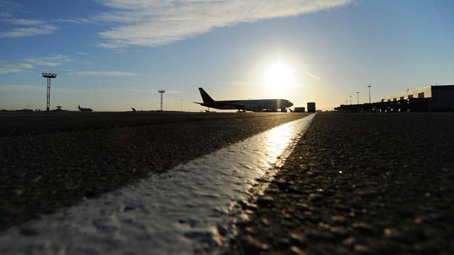 В Астрахани пассажирский самолёт совершил вынужденную посадку