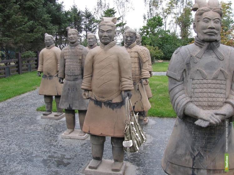 В Китае археологи откопали более 100 терракотовых воинов