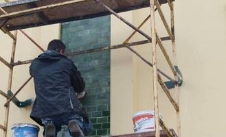 Плитка-кабанчик займёт своё законное место на здании бывшего «Модерна»
