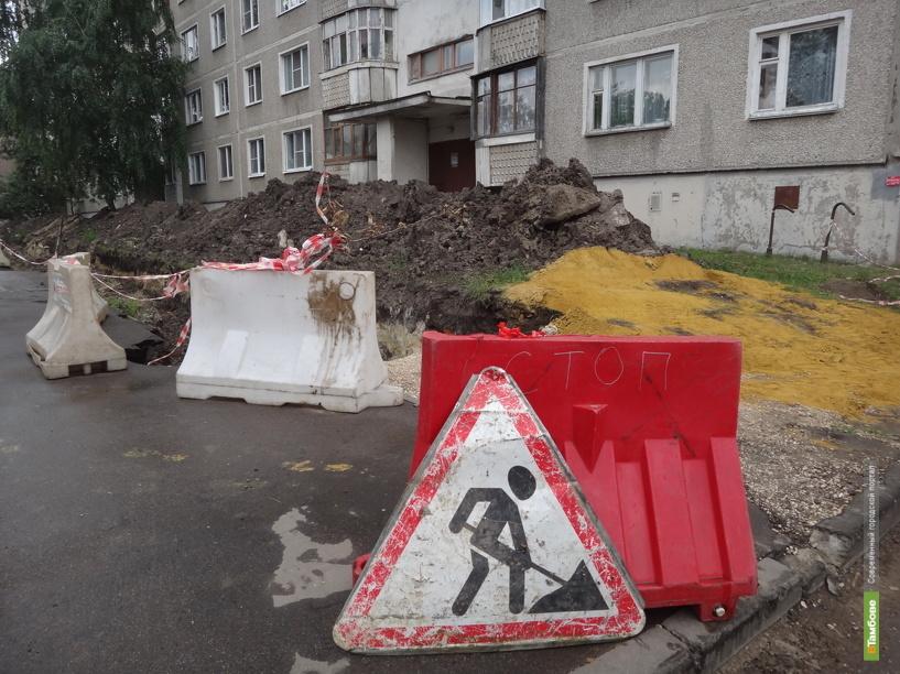 На улице Куйбышева в Тамбове уже три недели разрыта огромная траншея