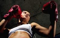 Чиновники заставят женщин-боксеров надеть мини-юбки