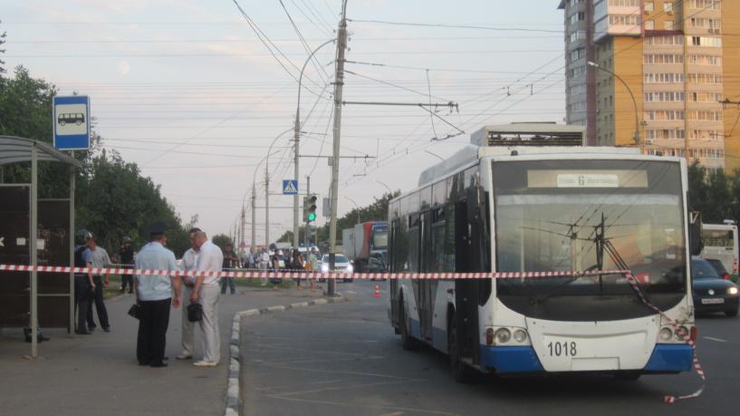 Пассажиров тамбовского троллейбуса переполошил подозрительный предмет