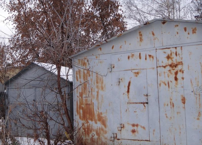 Безработная тамбовчанка торговала контрафактным алкоголем в своём гараже