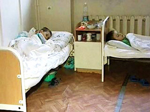 В детских больницах в 2013 году поставят койки для родителей