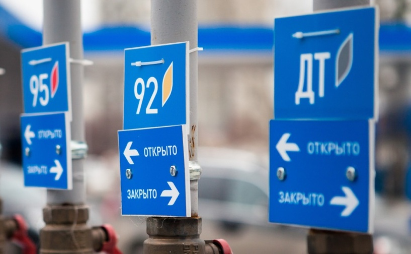 Все логично: нефть дешевеет, бензин дорожает! И будет дорожать