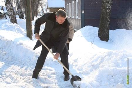 Тамбовский сити-менеджер научил горожан чистить улицы