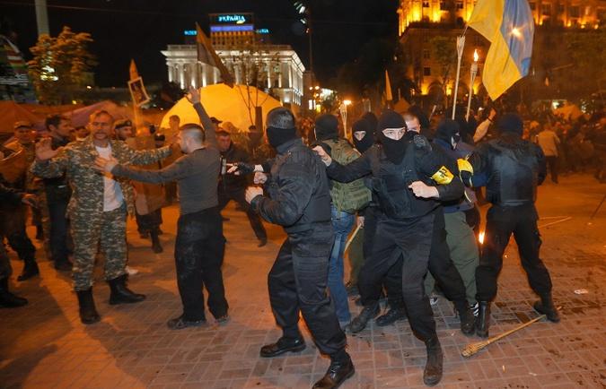 На Майдане подрались националисты и силы самообороны