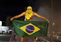 Бразильцы недовольны повышением цен на проезд. Страну охватили акции протеста