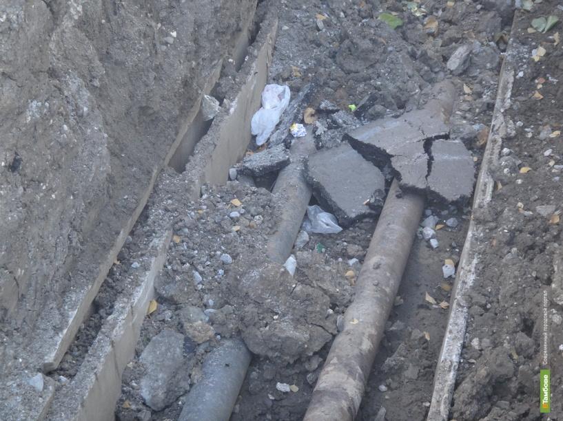 Из-за огромных ям во дворах на севере Тамбова жителям негде пройти