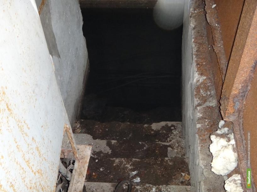 Тамбовчане живут в доме с «бассейном» в подвале