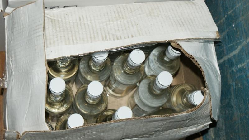 Тамбовские полицейские изъяли из трех торговых точек алкоголь с признаками контрафакта