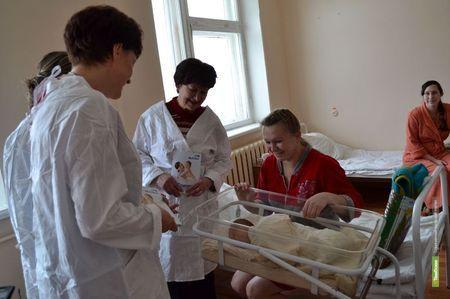 Тамбовским малышам подарили пелёнки и одеяльца