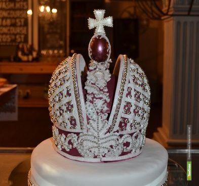 В Тамбове создали съедобную реплику Большой императорской короны