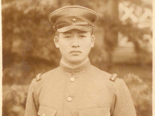 Тамбовчанка вернет японскому посольству фотографию своего друга-военного