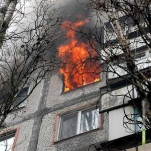 Тамбовские пожарные спасли из горящей 9-этажки 22 человека