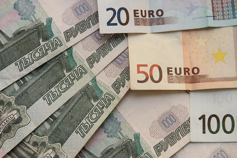 В ожидании налоговых выплат: доллар и евро растут незначительно