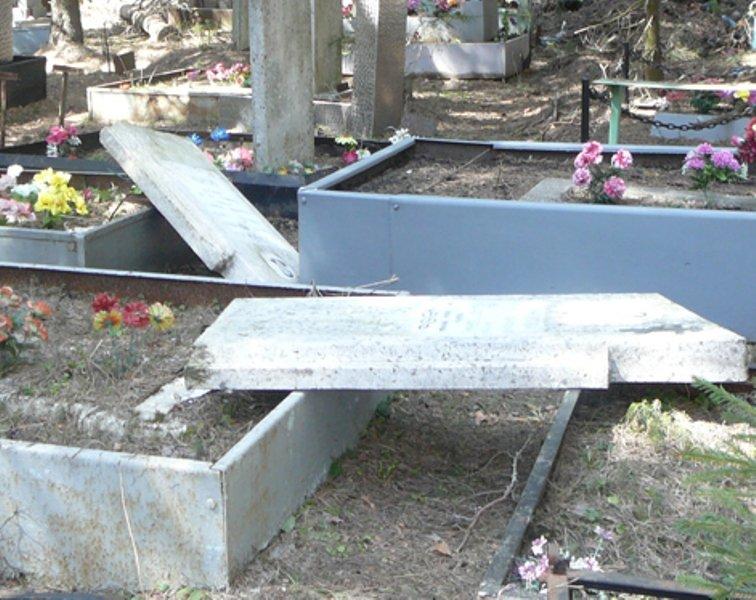 В Рассказово задержали кладбищенских вандалов