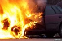 Полицейский сжег три служебные машины, когда воровал бензин
