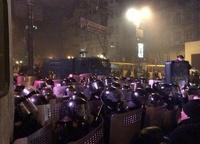 В Киеве милиция разгоняет демонстрантов шумовыми гранатами и водометами