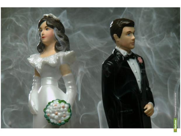 В Киеве стали отмечать кончину брака с тамадой и тортами