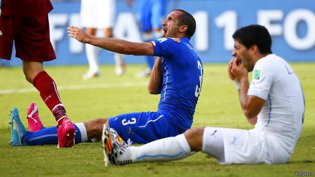 Футболист Луис Суарес дисквалифицирован на девять матчей за укус соперника