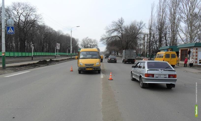 На Тамбовщине под колеса маршрутки попали женщина и ее трехлетний сын