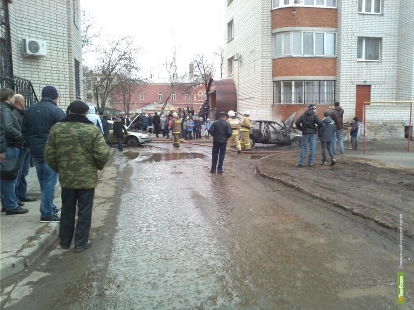 В центре Тамбова полыхала машина