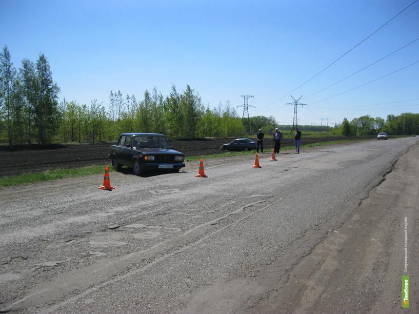 В Тамбовской области на трассе столкнулись два ВАЗа
