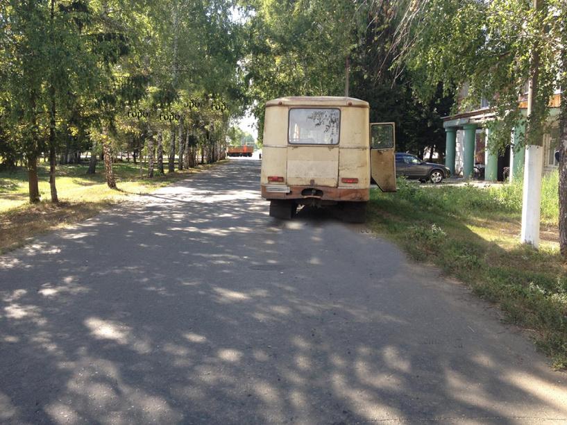 В Кирсановском районе автобус сбил человека