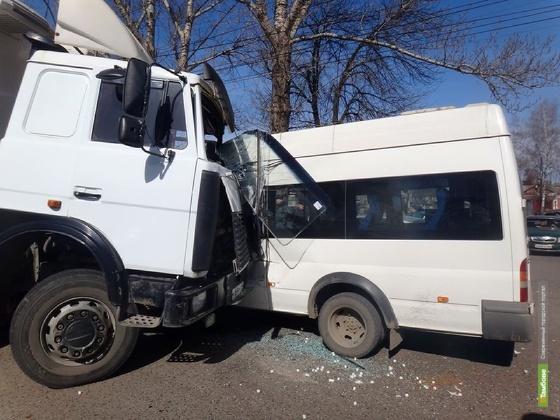 Четверо пострадавших в ДТП на Гастелло отказались от госпитализации