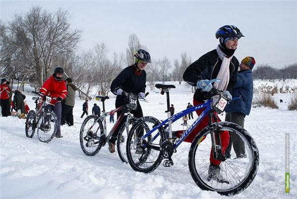 Лучшие велосипедисты Тамбова посоревновались в новогодних велогонках
