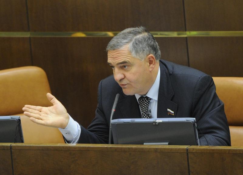 Тамбовский сенатор предлагает ввести налог на операции с валютой