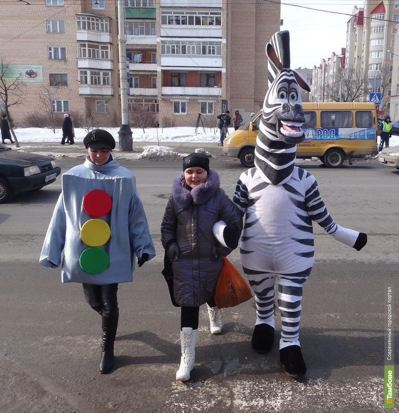 Тамбовчан по пешеходному переходу переведет Полосатый помощник