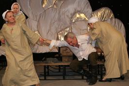 На время гастролей Мичуринский театр не останется без спектаклей