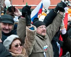 Оппозиция и власть продолжают мериться вчерашними митингами
