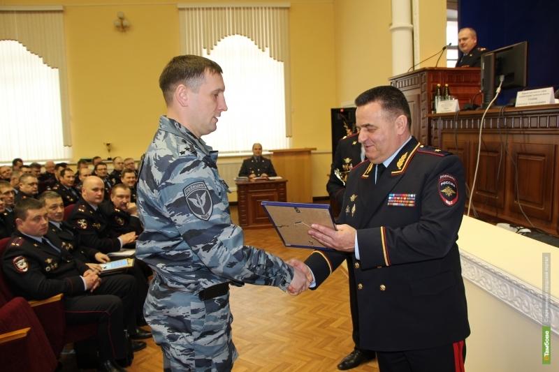 Главный тамбовский полицейский наградил лучших участковых