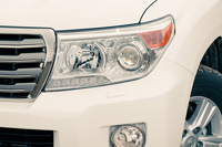 Toyota Land Cruiser 200: светит по-новому, ездит как прежде