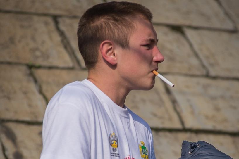 Госдума намерена запретить продажу сигарет россиянам моложе 21 года