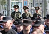 Оппозиция предлагает амнистировать экстремистов и наркодилеров